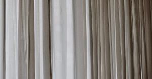 Starostlivosť o záclony a závesy – ako ich správne prať a sušiť